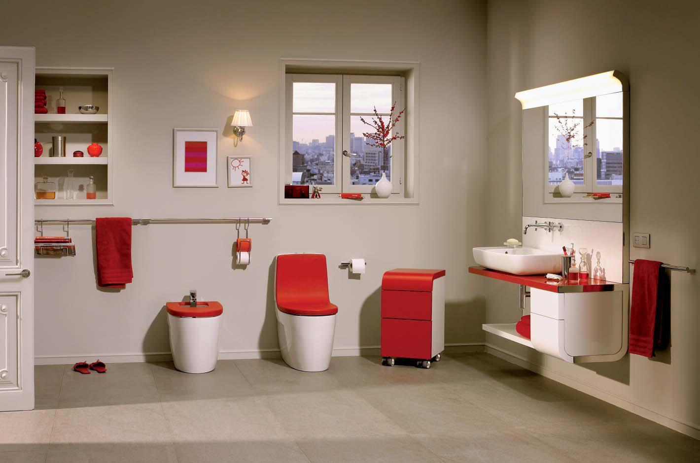 Красно-белая сантехника и мебель в ванной комнате