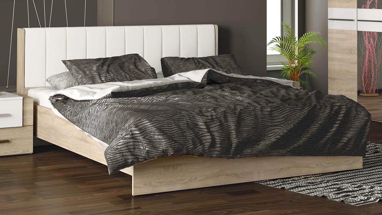 Бежевая деревянная кровать с мягким изголовьем