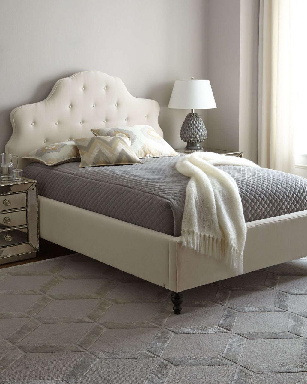 Белая большая кровать с мягким изголовьем