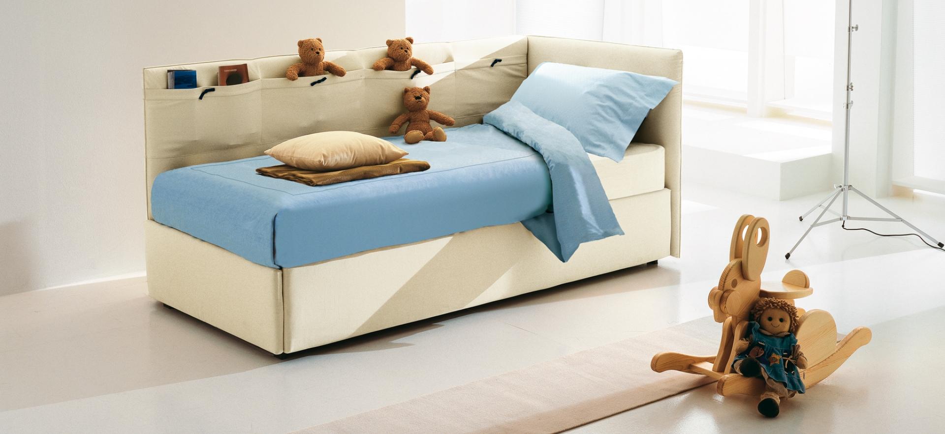 Бежевая детская кровать с мягким изголовьем