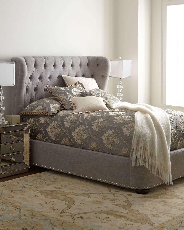 Прямоугольная серая кровать с мягким изголовьем
