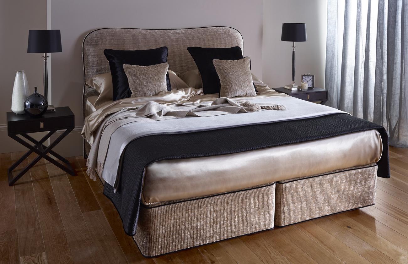 Коричневая кровать с мягким изголовьем
