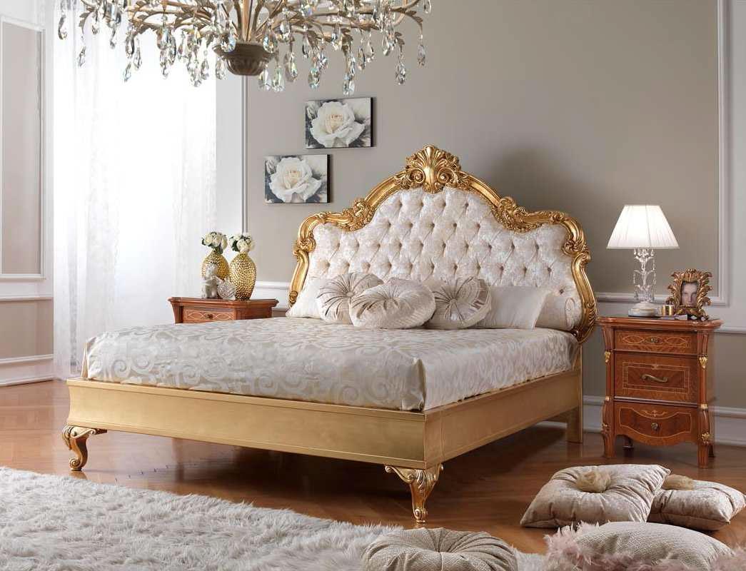 Золотистая классическая кровать с мягким изголовьем
