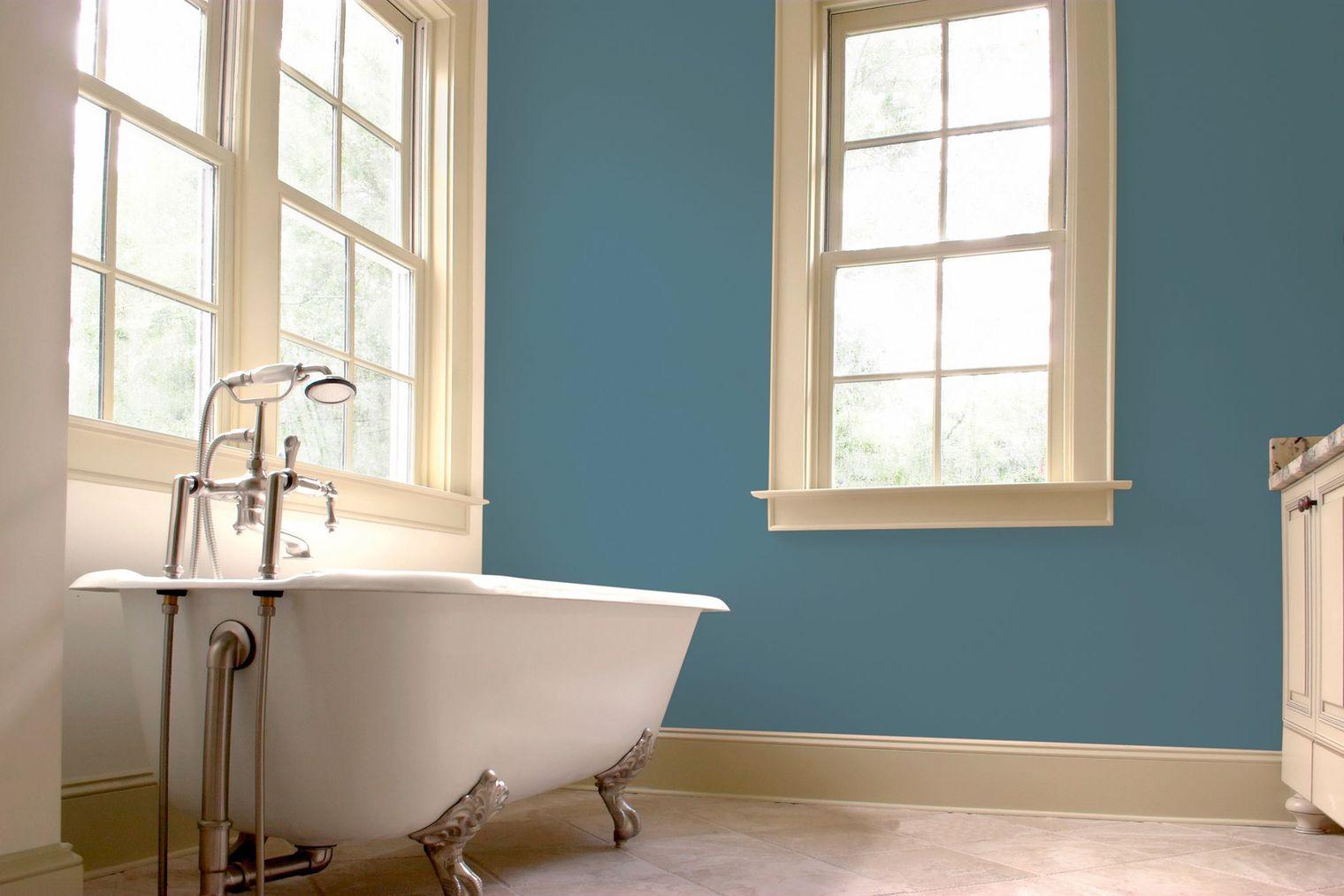 Покраска стен в ванной латексной краской