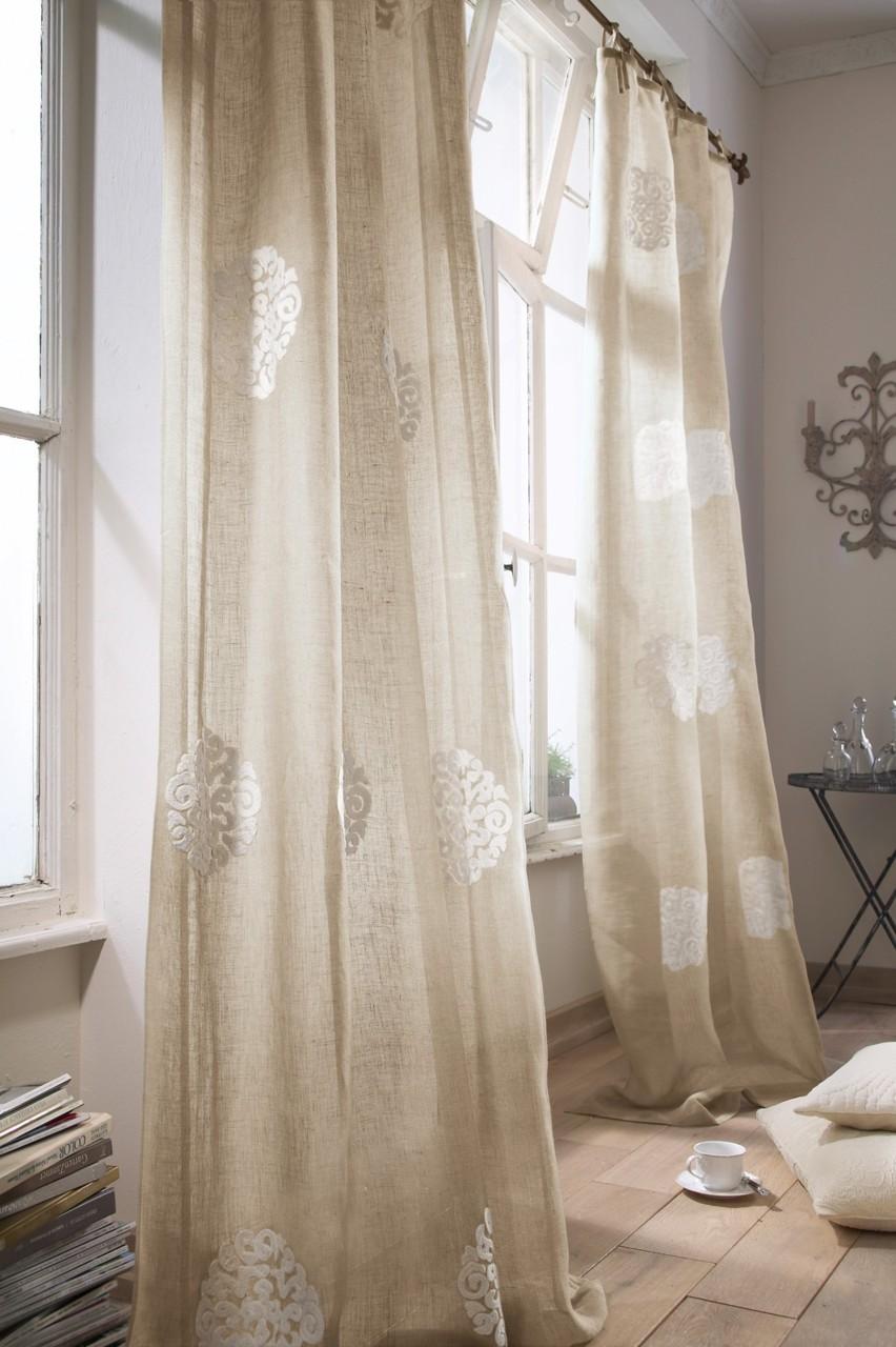 Льняные шторы с вышивкой в интерьере