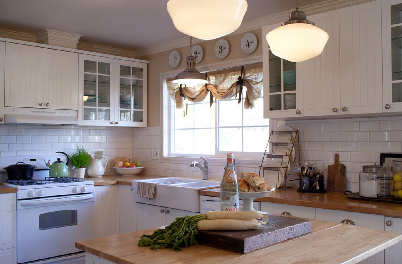 Льняные австрийские шторы на кухне