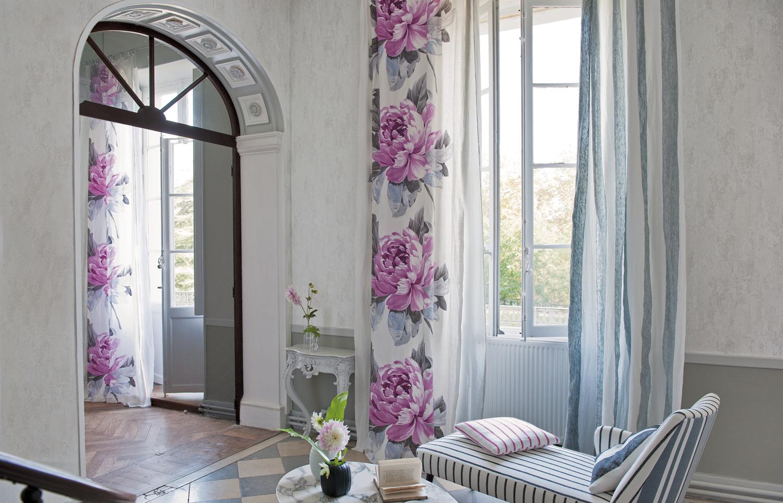 Яркие стильные льняные шторы в интерьере