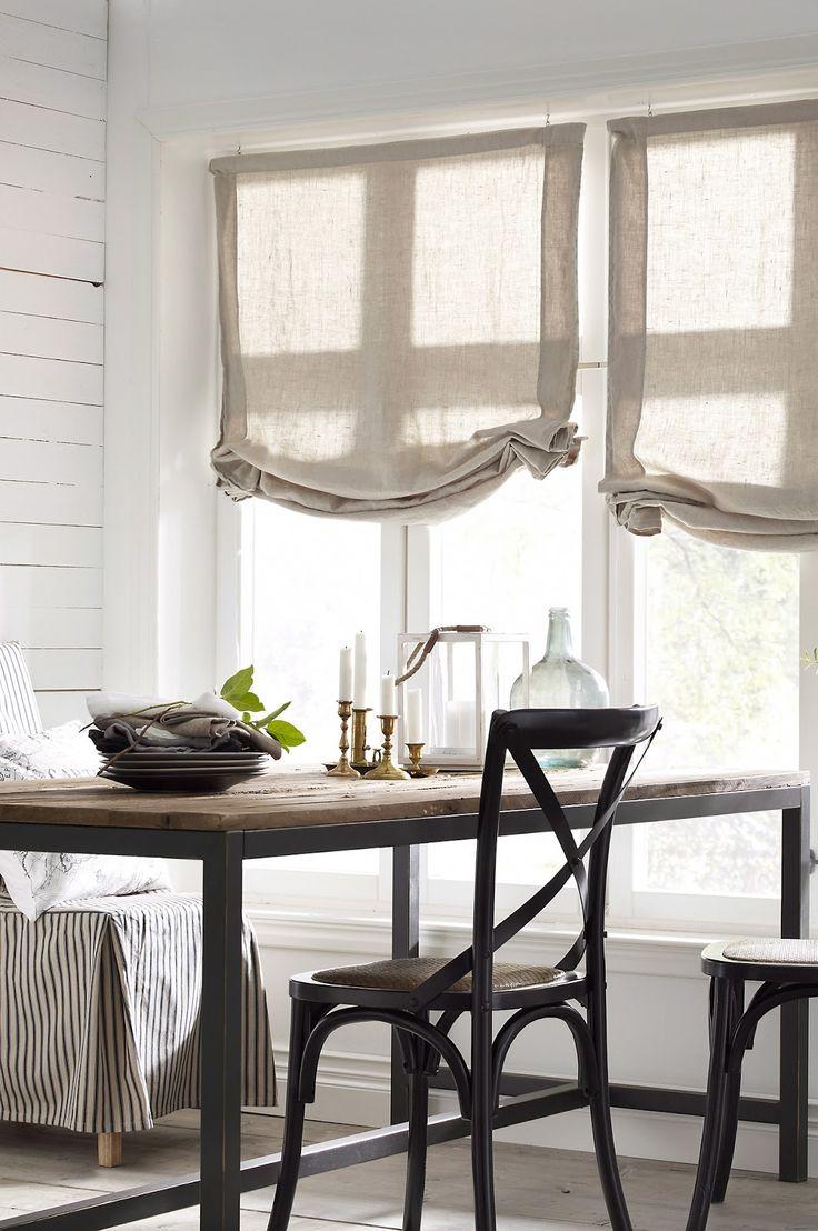 Римские льняные шторы на кухне