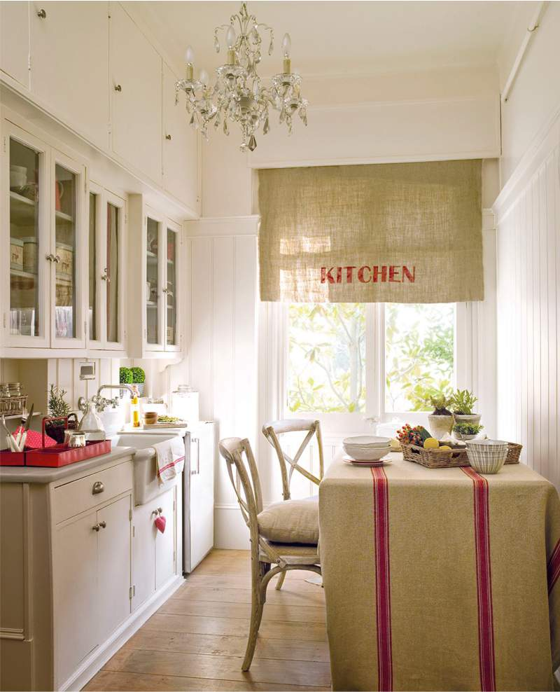 Красивые льняные шторы на кухне
