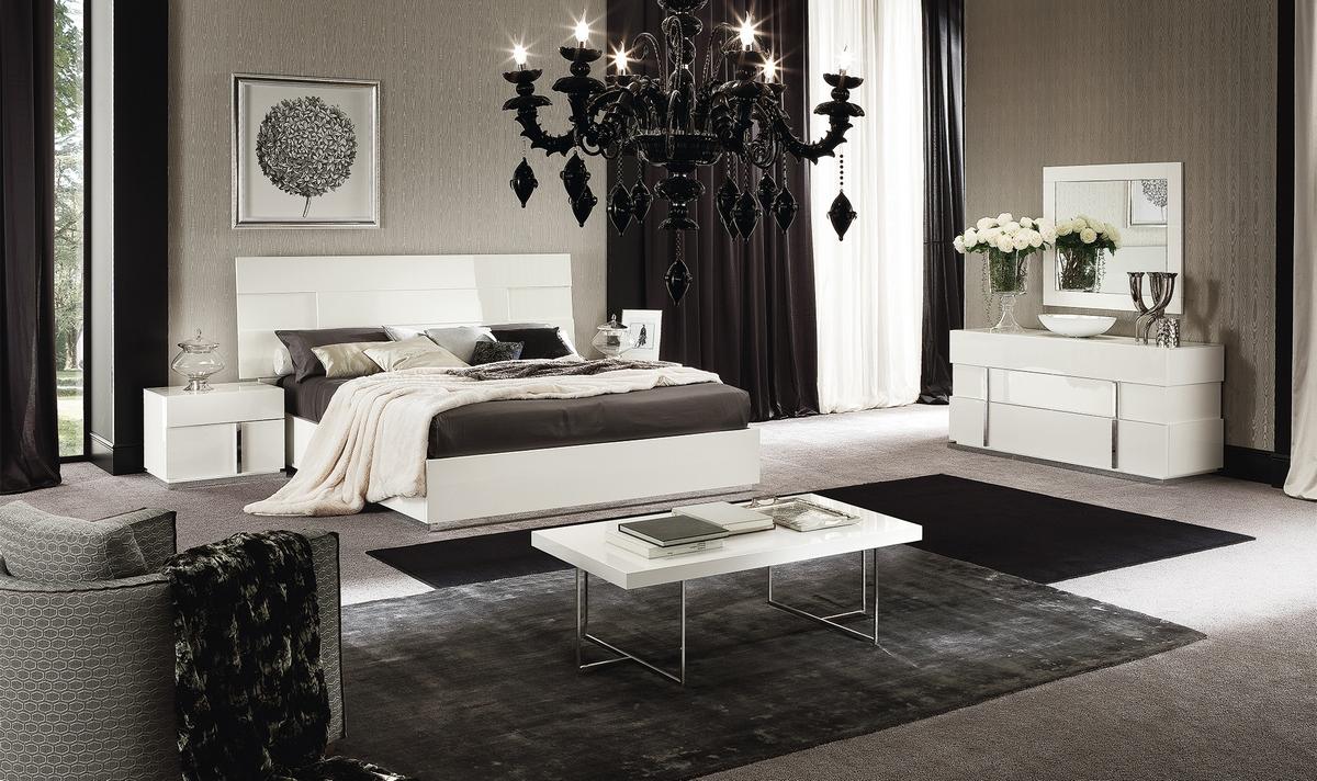 Черная люстра в спальню модерн