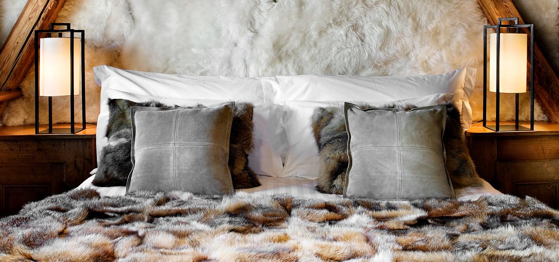 Кровать с мягким изголовьем меховым