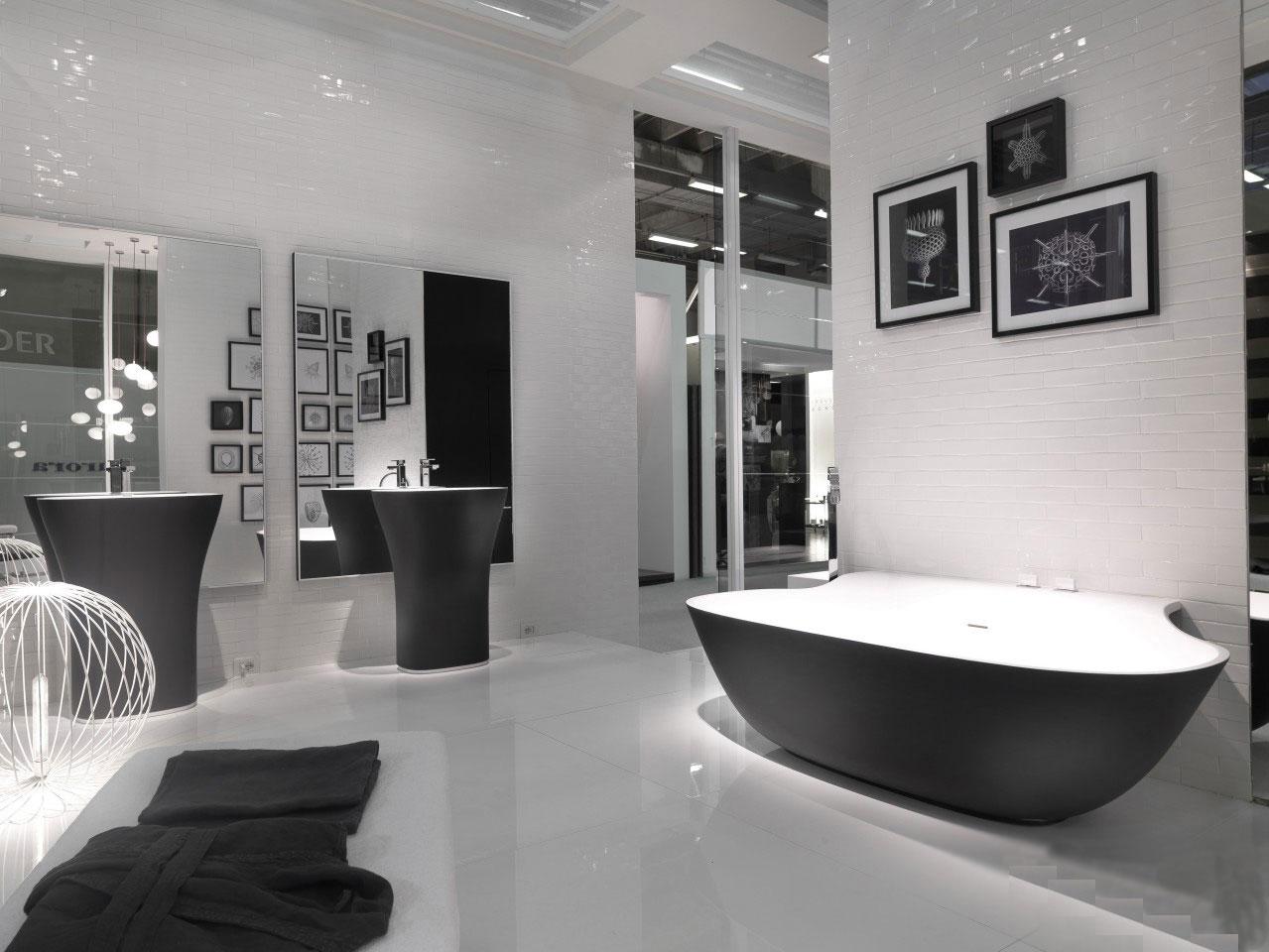Ванная без унитаза в монохромном дизайне