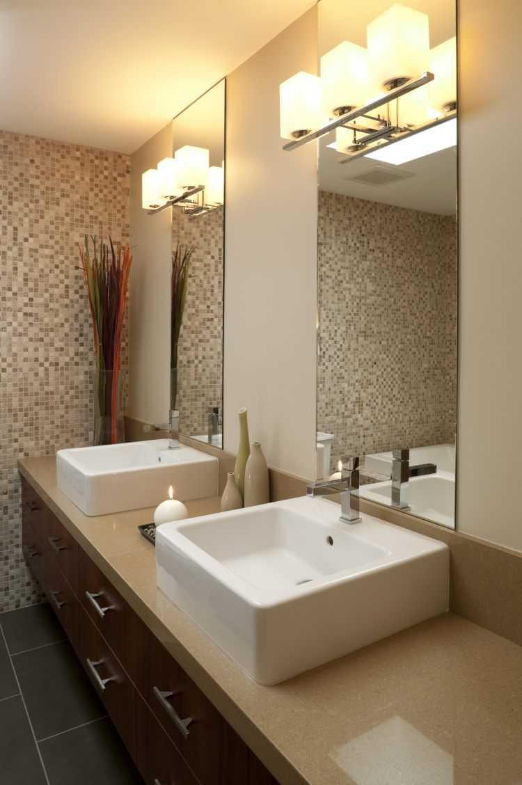 Бежевая ванная комната с мозаикой