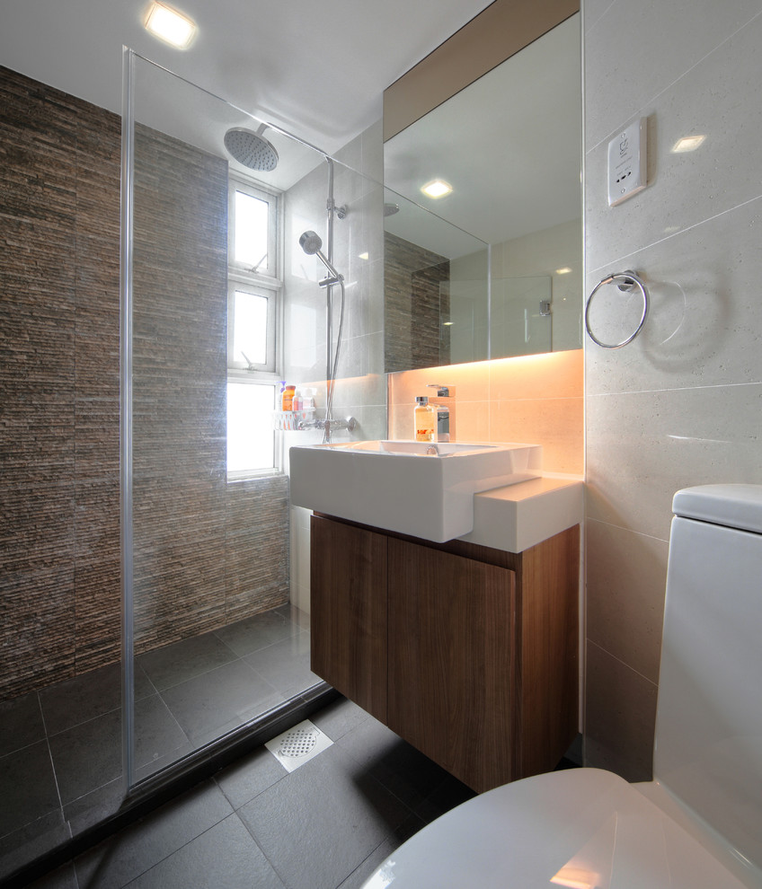 Бежевая ванная комната с натуральным камнем