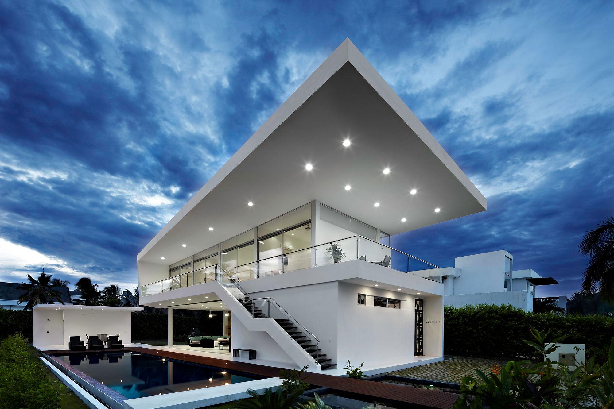 Дом с навесом в стиле хай тек