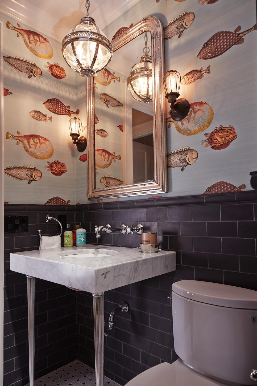 Самоклеящиеся обои в интерьере ванной