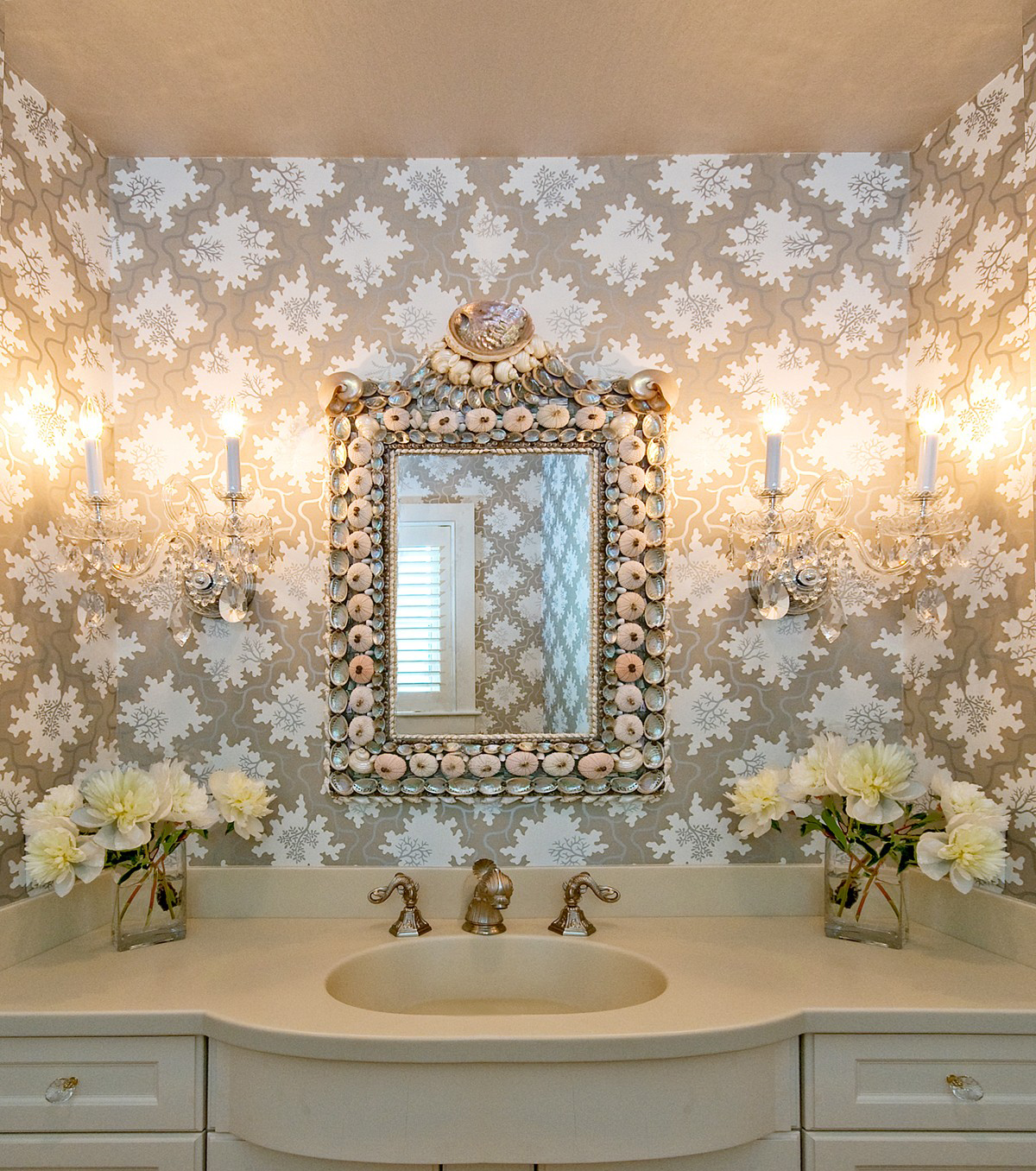 Обои для классической ванной комнаты