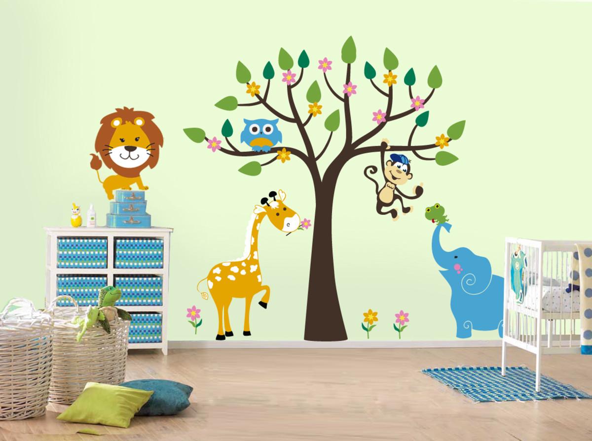 Изображение животных на стене в детской