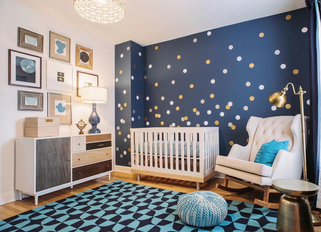 Оформление стен в детской комнате мальчика