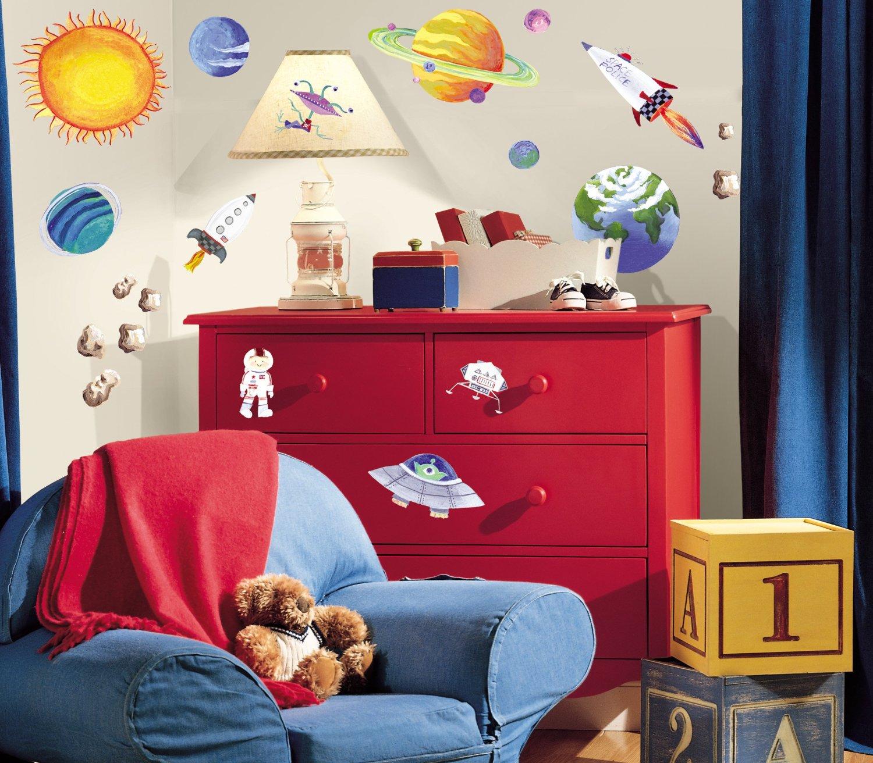 Оформление стен в детской комнате мальчика в космическом стиле
