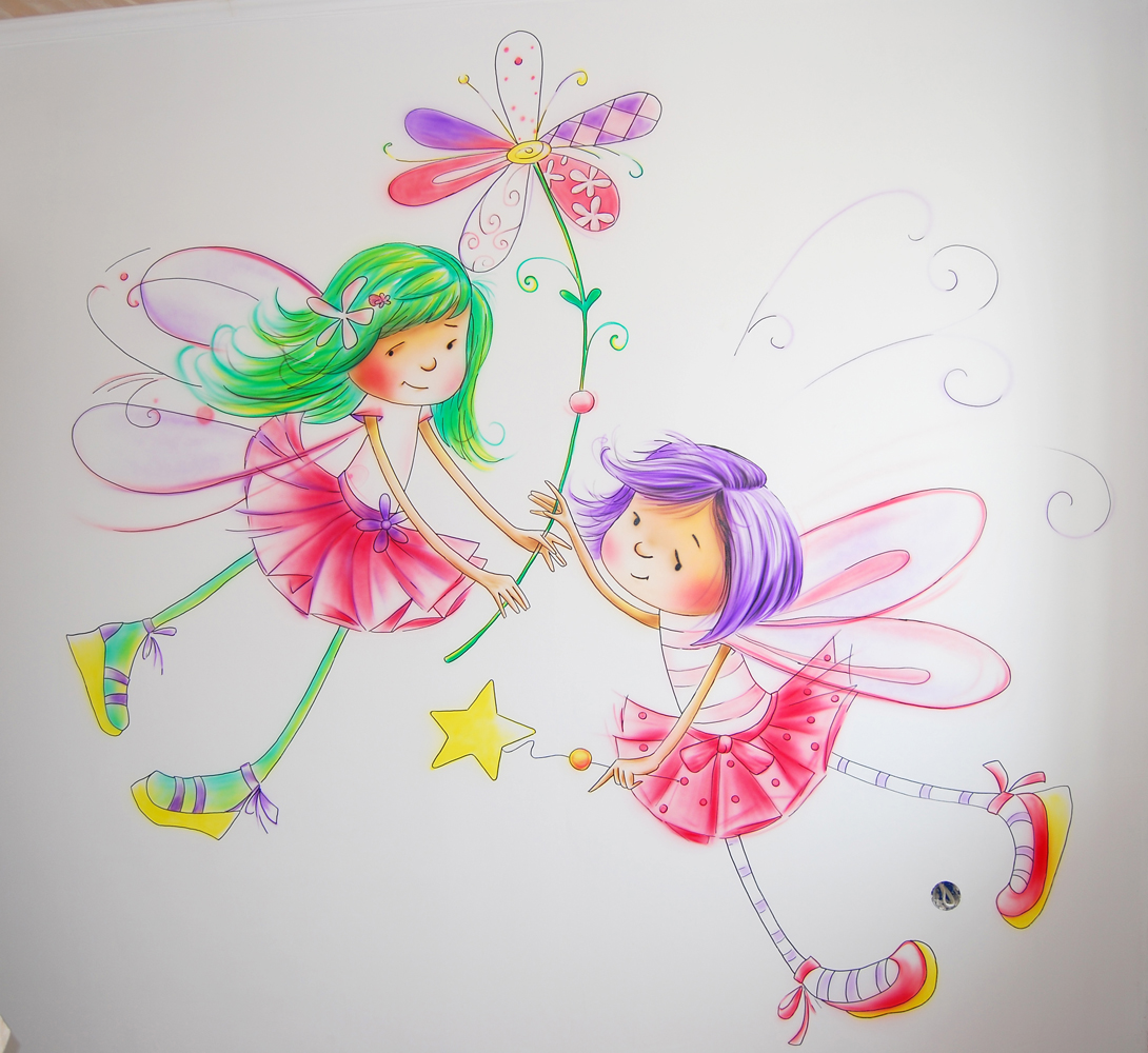 Нарисованные феи на стене детской