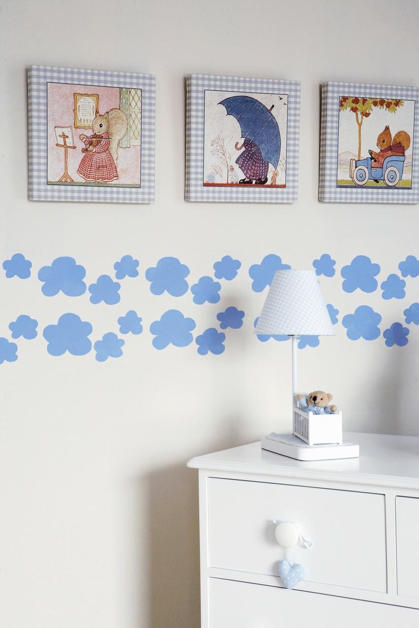 Декор стены картинами и облаками