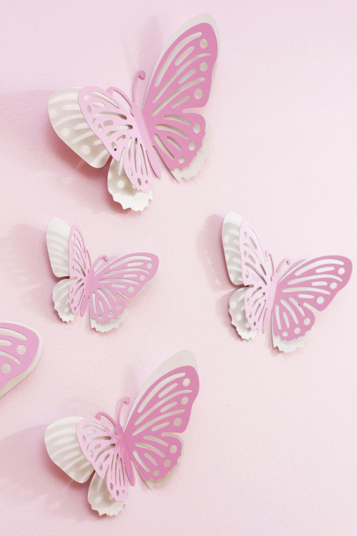 Декор стены бабочками в детской