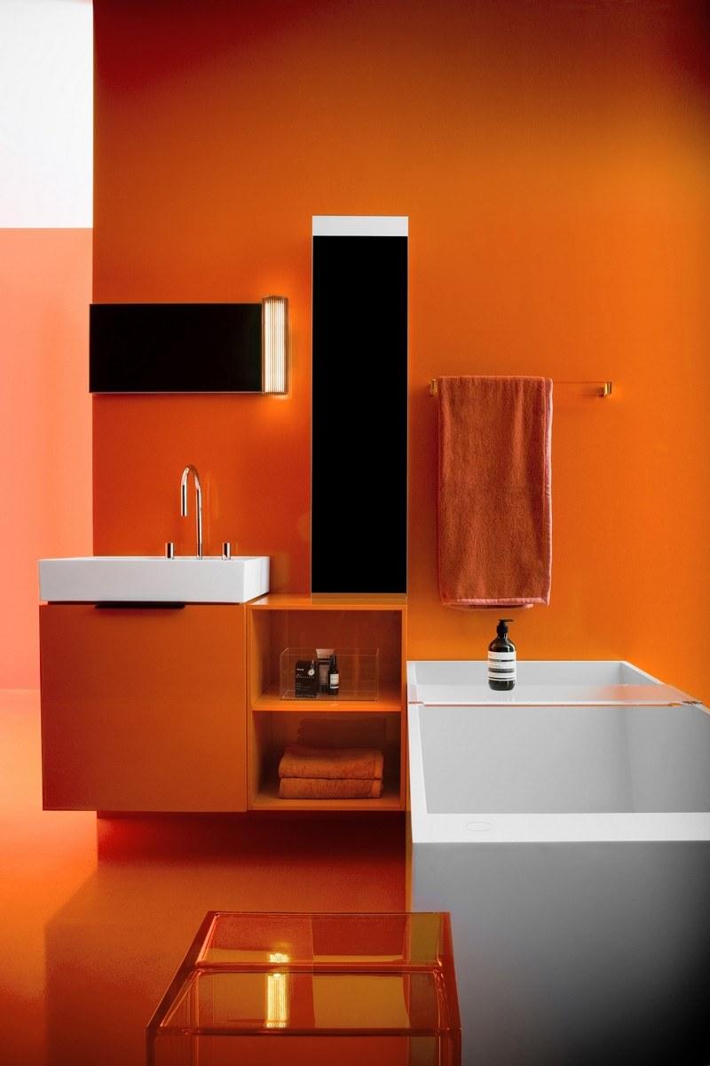 Покраска стен в ванной в оранжевый цвет