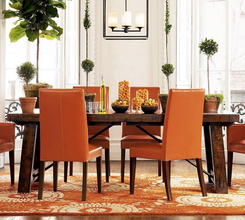 Оранжевые кресла в столовой
