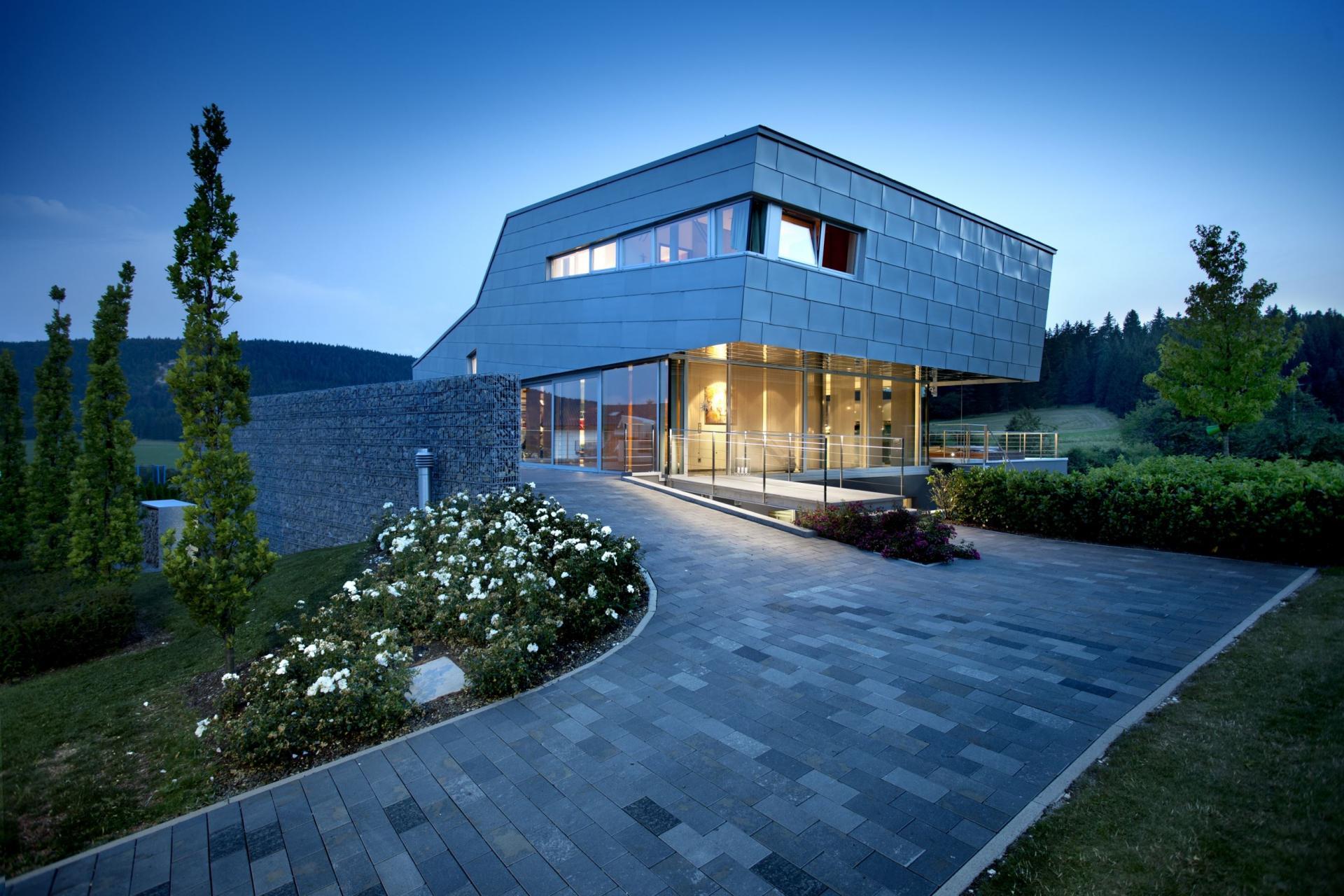Дом с панелями в стиле хай тек