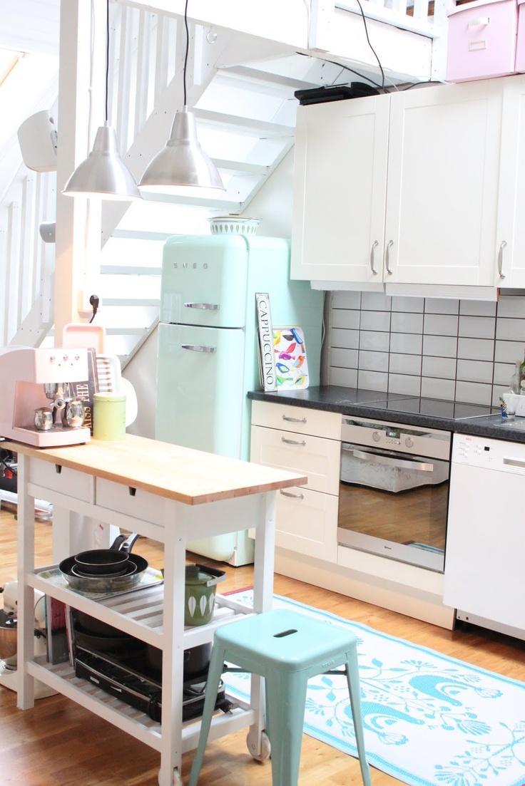 Мятные акценты в интерьере кухни в пастельных тонах