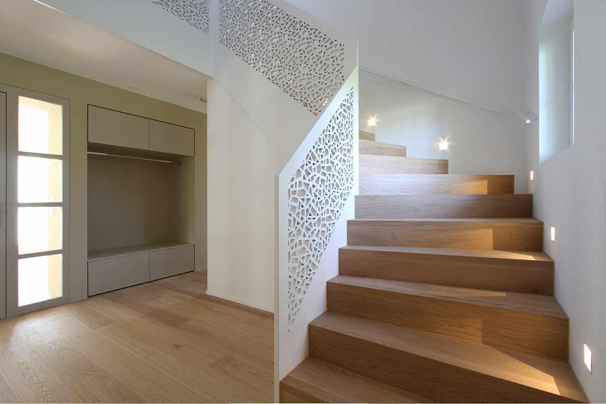 Перфорированные перила для лестницы