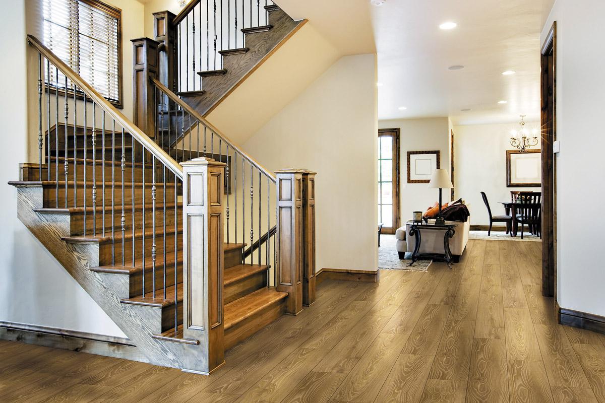 Перила для лестницы из металла и дерева