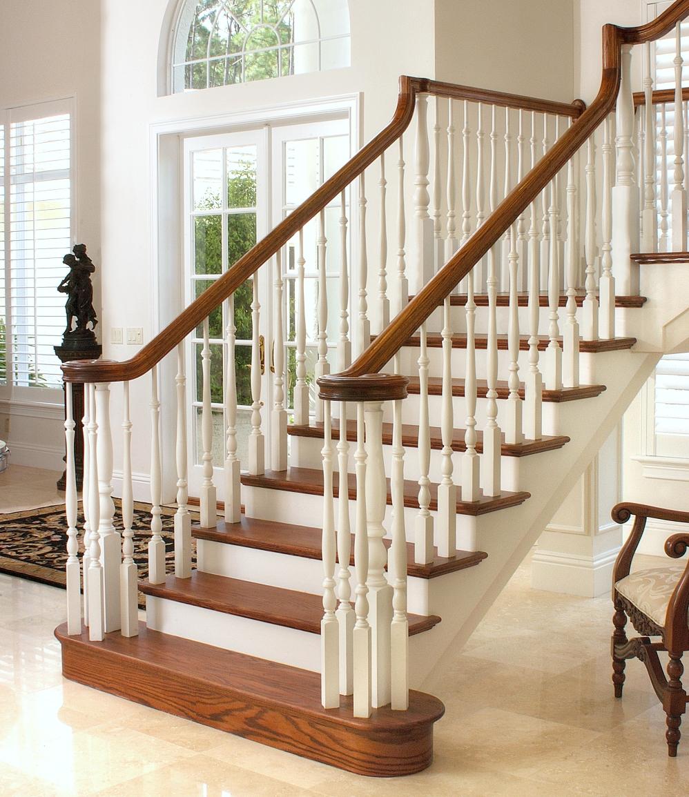 Красивые деревянные перила для лестницы