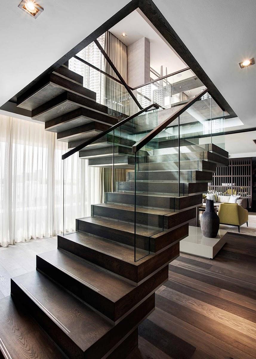 Современные перила из стекла и дерева для лестницы
