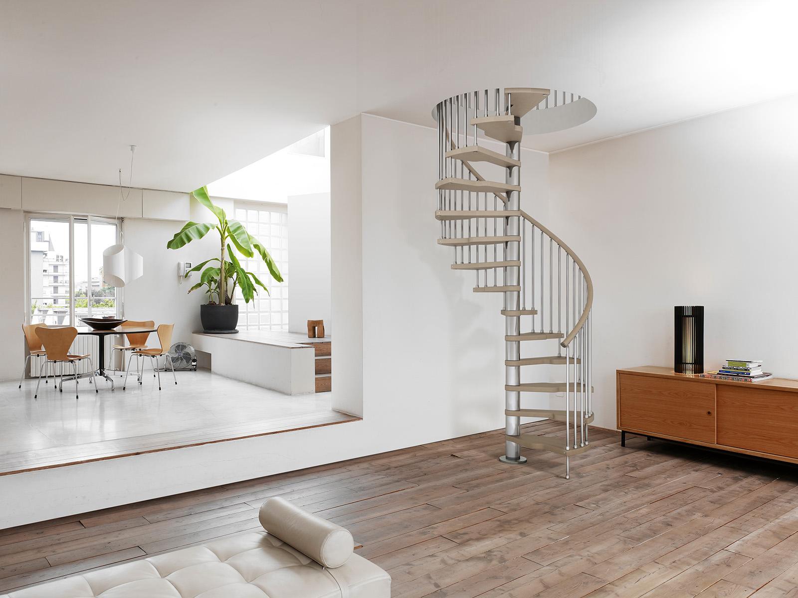 Металлические перила для винтовой лестницы