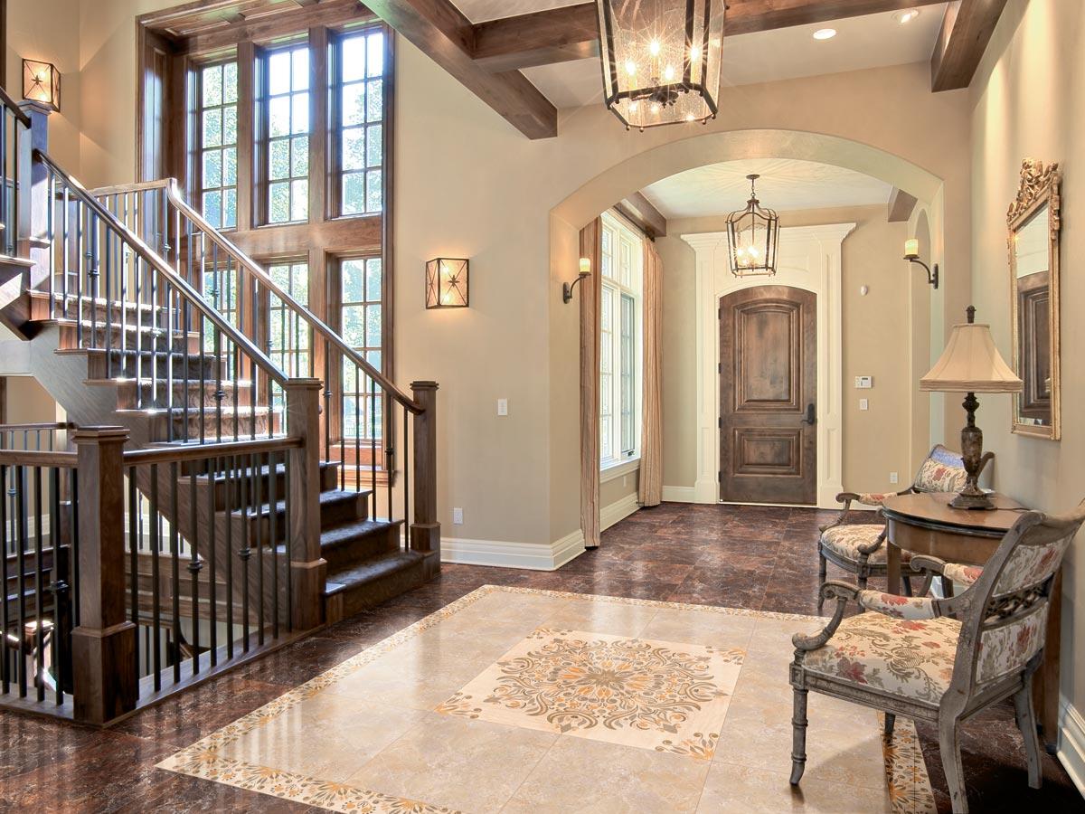 Керамическая плитка в коридоре дома