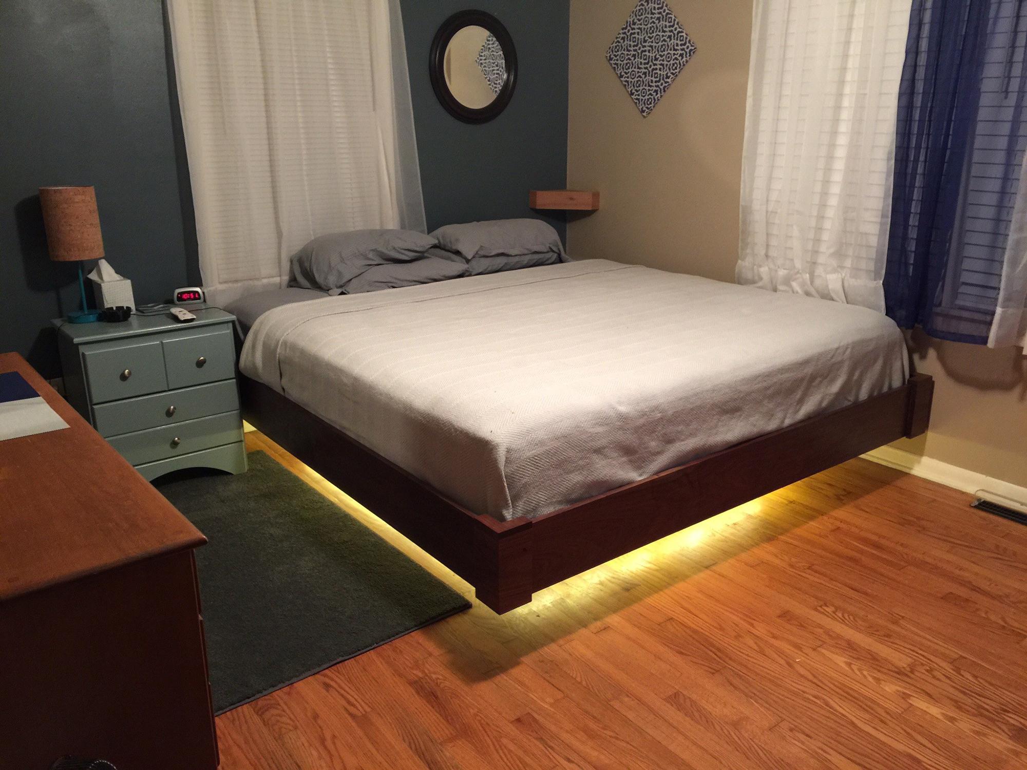 Парящая кровать с подсветкой в спальне
