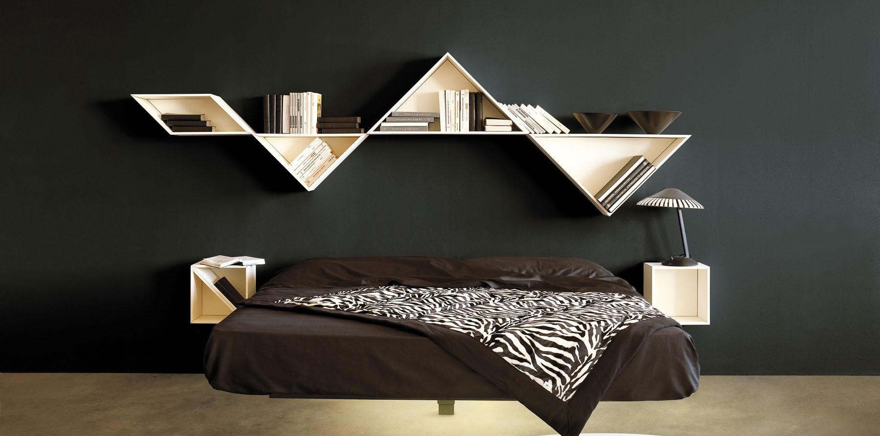 Современная парящая кровать в интерьере спальни