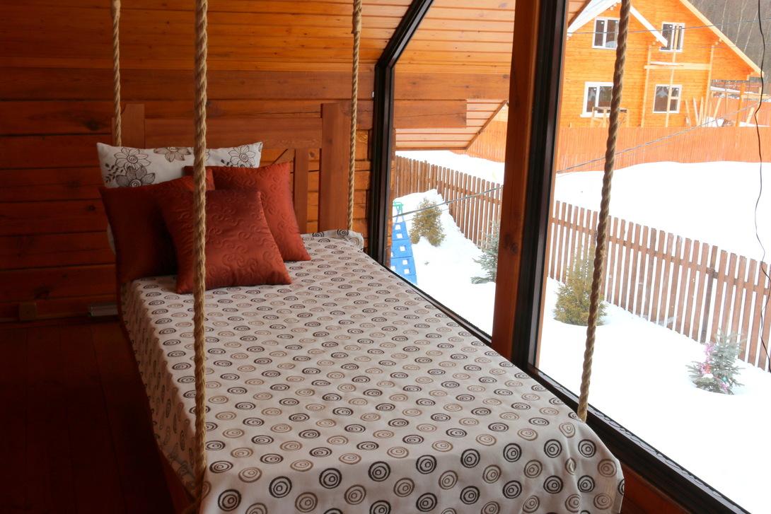 Подвесная кровать на даче