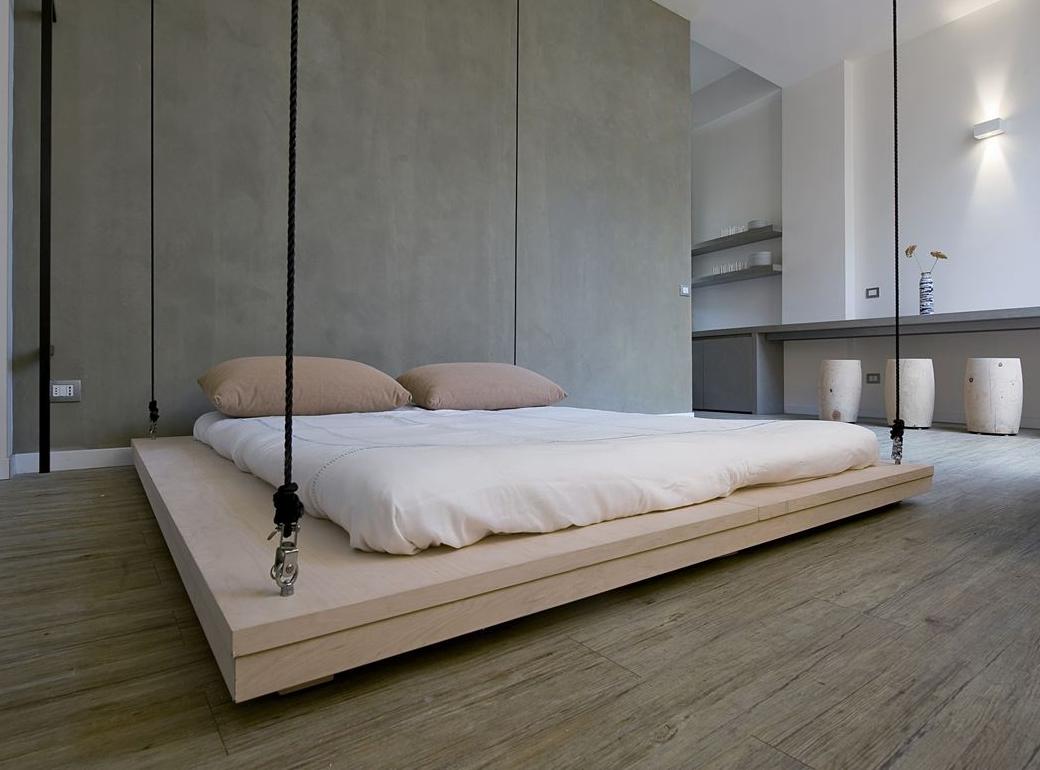 Подвесная бежевая кровать