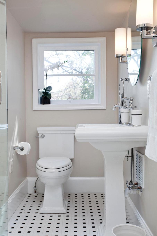 Бежевые крашеные стены в ванной