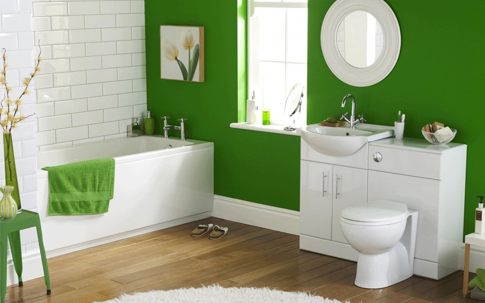 Зеленые крашеные стены в ванной