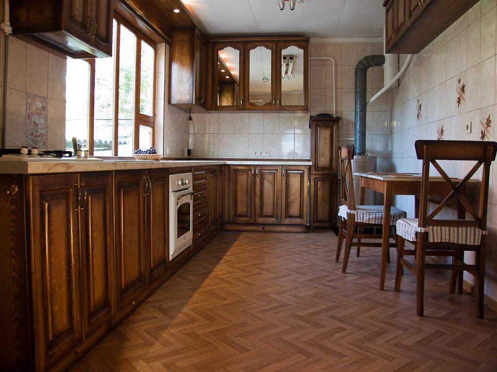 Линолеум в дизайне пола кухни