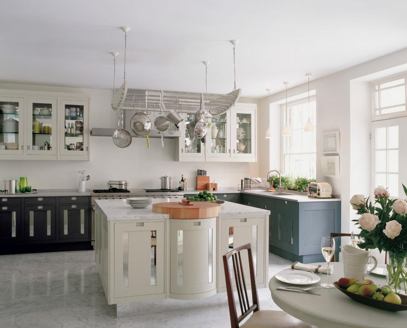Мраморный пол на кухне
