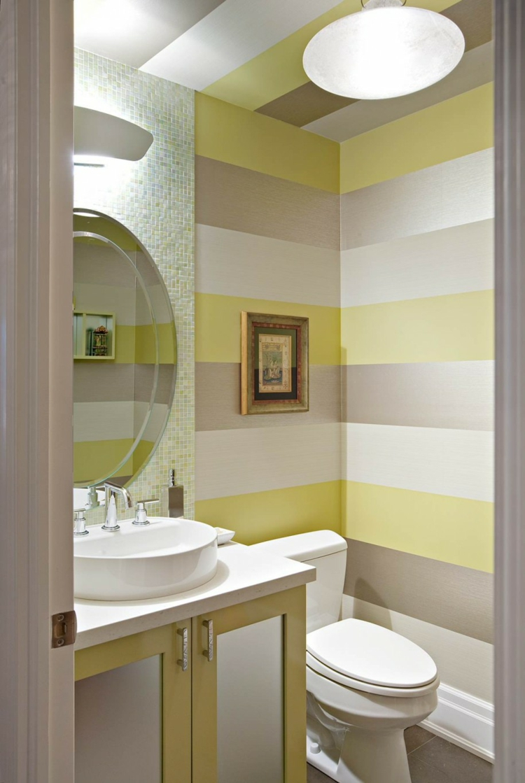 Покраска стен в ванной в полоску