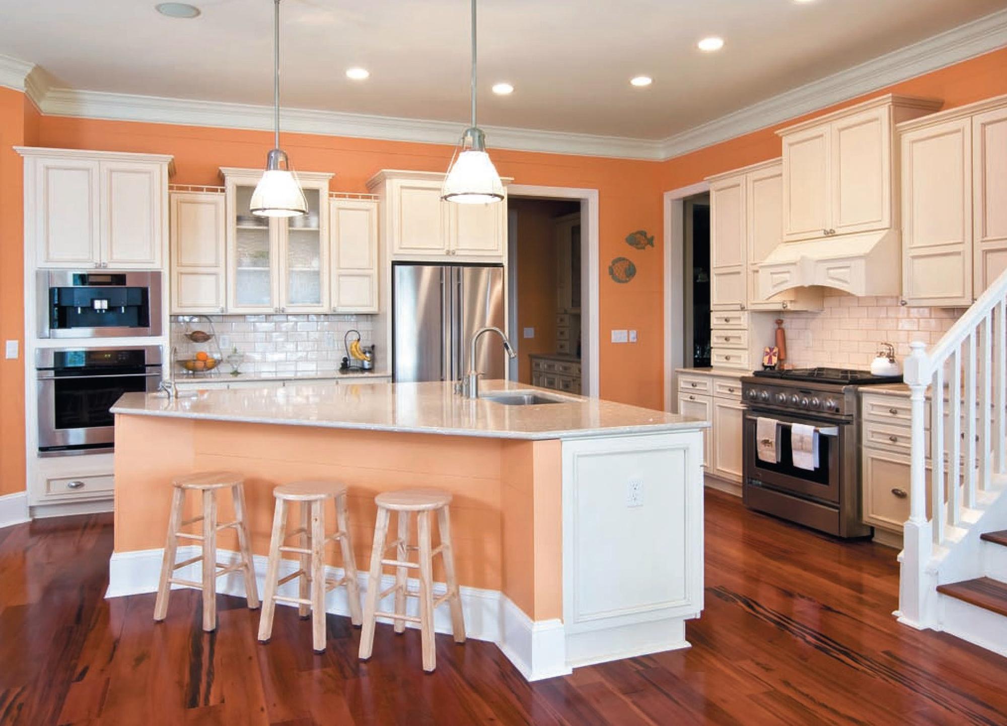 Белый потолок из гипсокартона на кухне