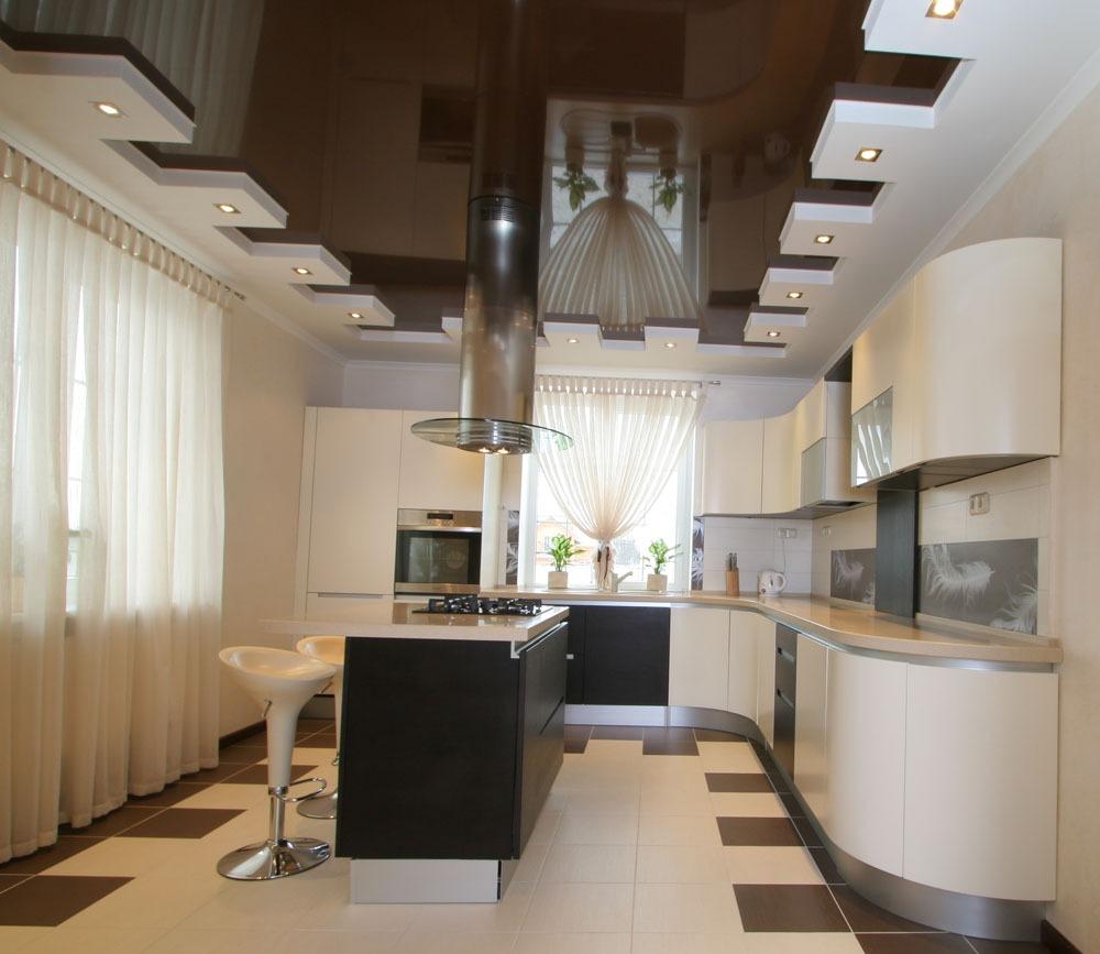 Черно-белый двухуровневый потолок на кухне