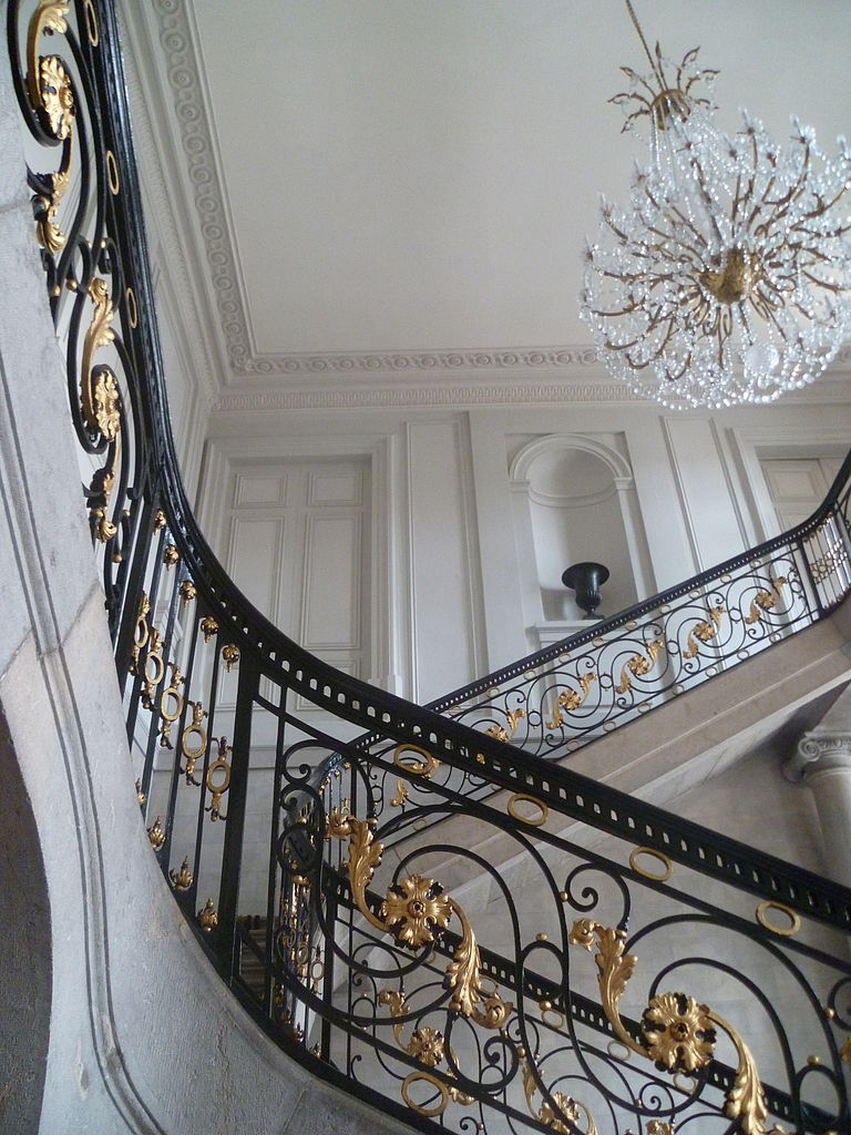 Перила для лестницы с позолотой