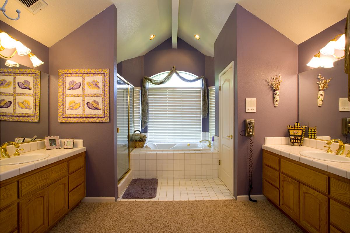 Крашеные стены в ванной в стиле прованс